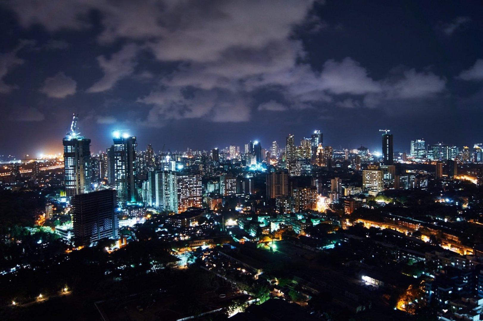 Mumbai at night| Vidur Malhotra / Flickr