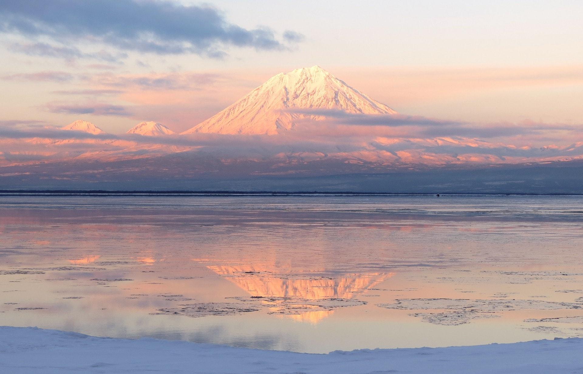 volcanoes-2767838_1920