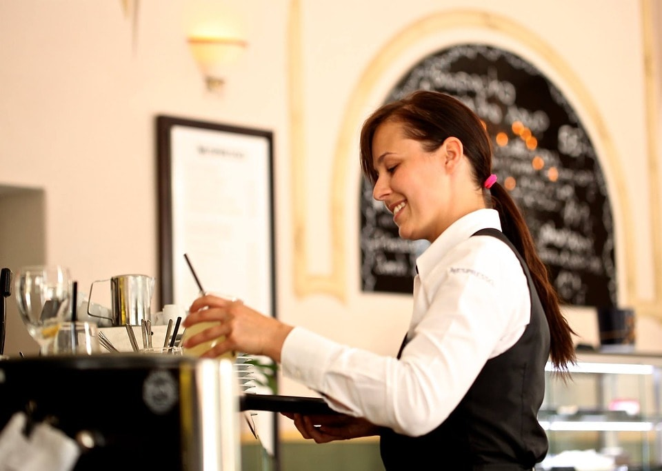 waitress-2376728_960_720