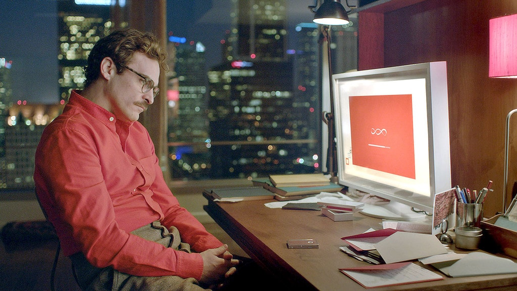 Joaquin Pheonix as Theodore in the romantic drama 'HER', directed by Spike Jonze | © Warner Bros. Pictures