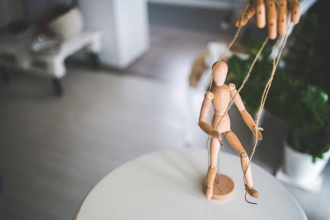 wooden-mannequin-791720_1280
