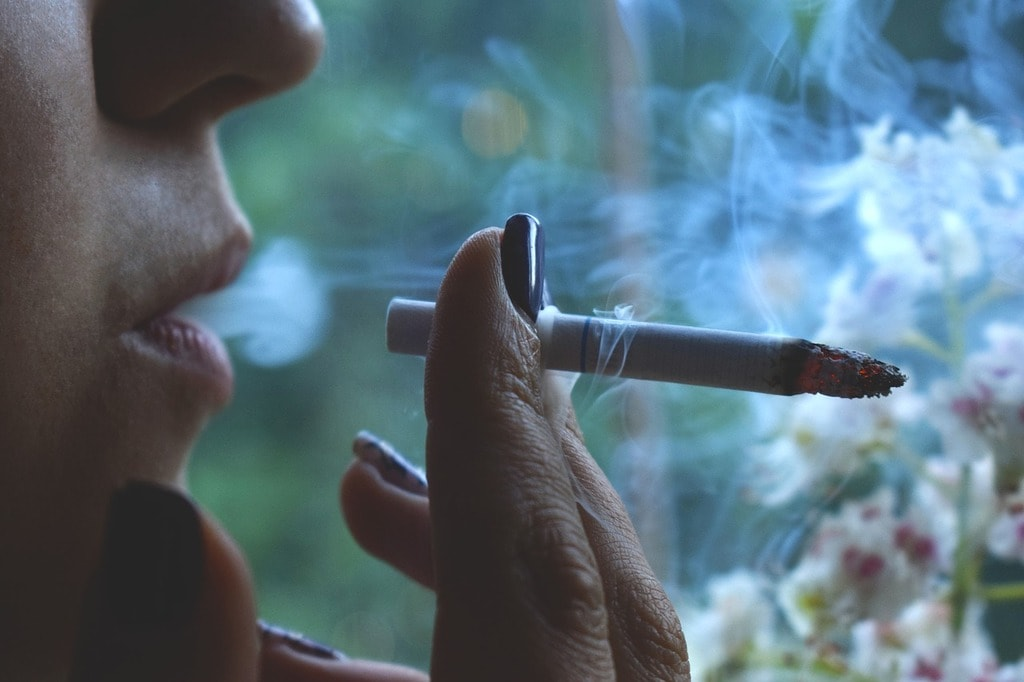 Your smoking habit may make you lose your divorce battle|© Pixabay