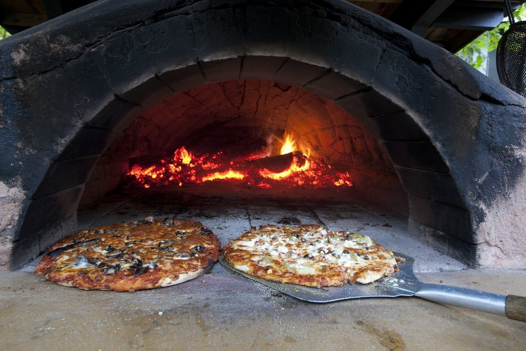 Wood-fired pizza   © OTMPC