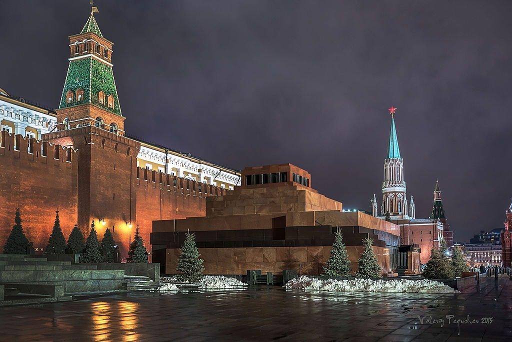 1024px-Красная_площадь_Мавзолей_Ленина_Владимира_Ильича