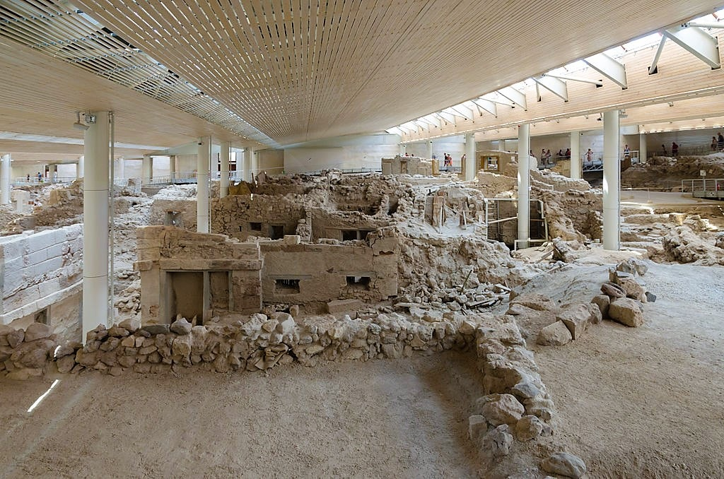 1024px-Archaeological_site_of_Akrotiri_-_Santorini_-_July_12th_2012_-_81