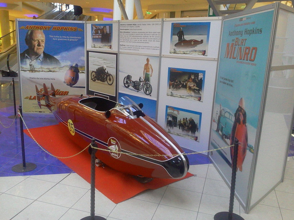 1024px-Burt_Munro's_Indian_Special_replica_from_the_movie_The_world's_Fastest_Indian_(front_view)