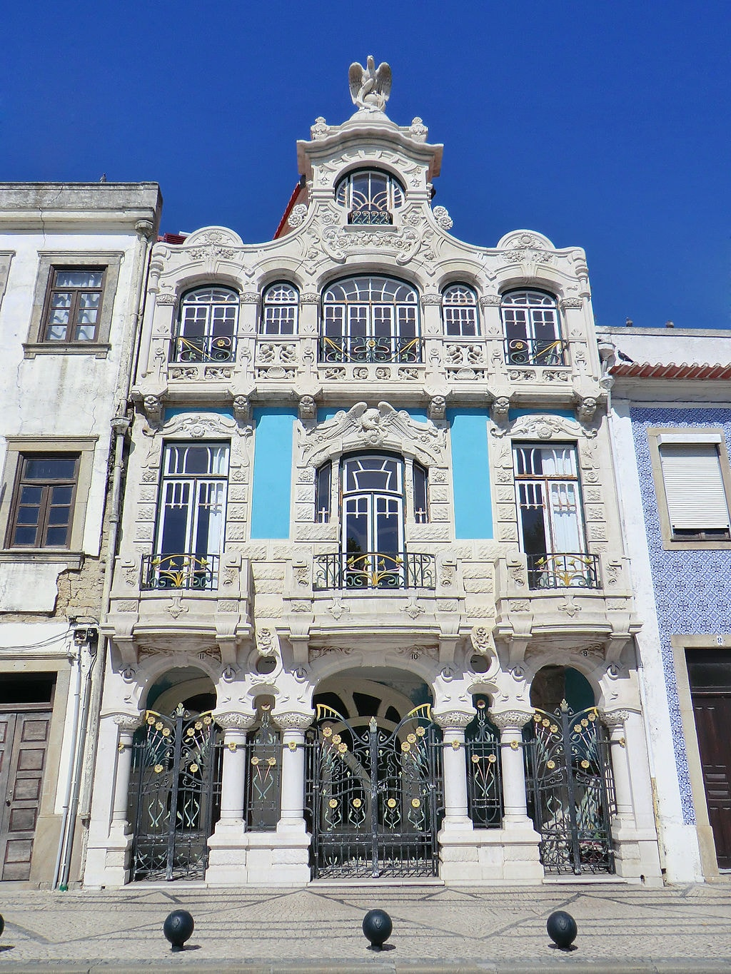 https://commons.wikimedia.org/wiki/File:Casa_do_Major_Pessoa_003.jpg