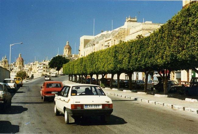 1024px-Eastern_European_autos,Malta_1996_Spring_(3353184412)