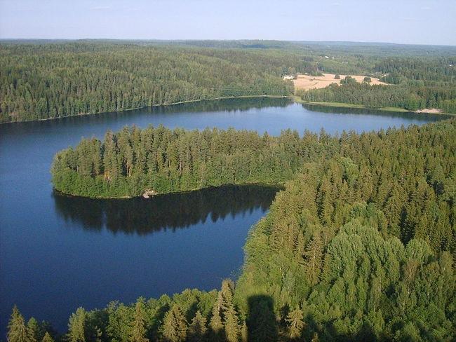 1024px-Hameenlinna_Aulanko_Nature_Reserve_view_1
