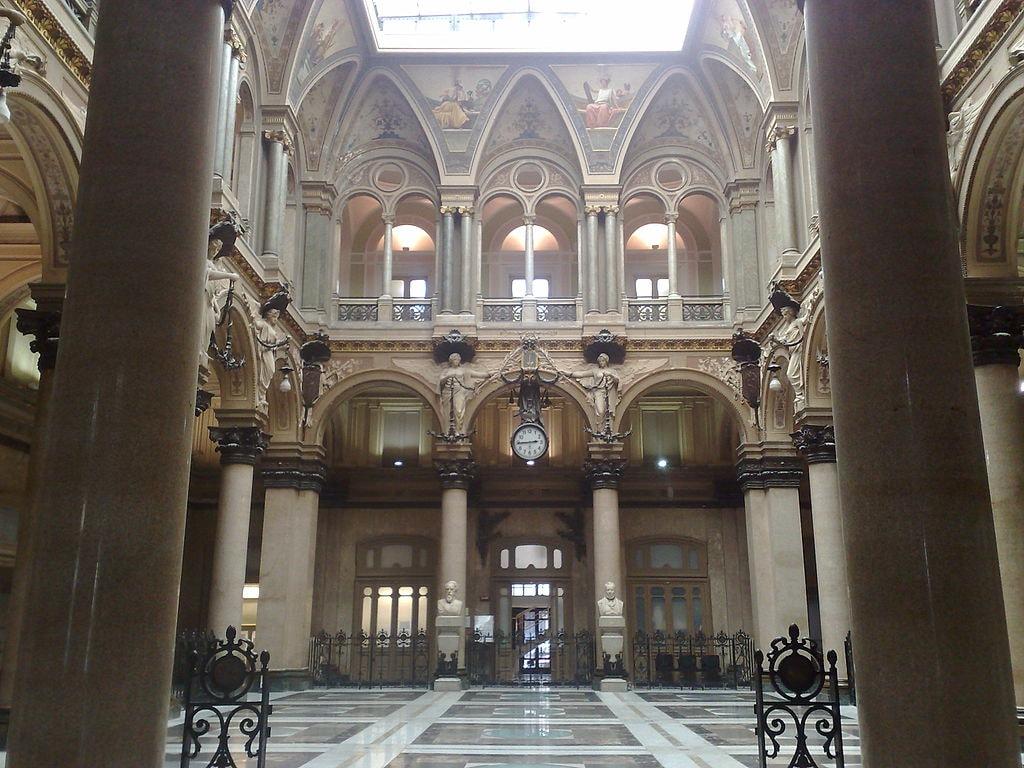 The interior of Palazzo della Borsa | © IlSistemone/WikiCommons