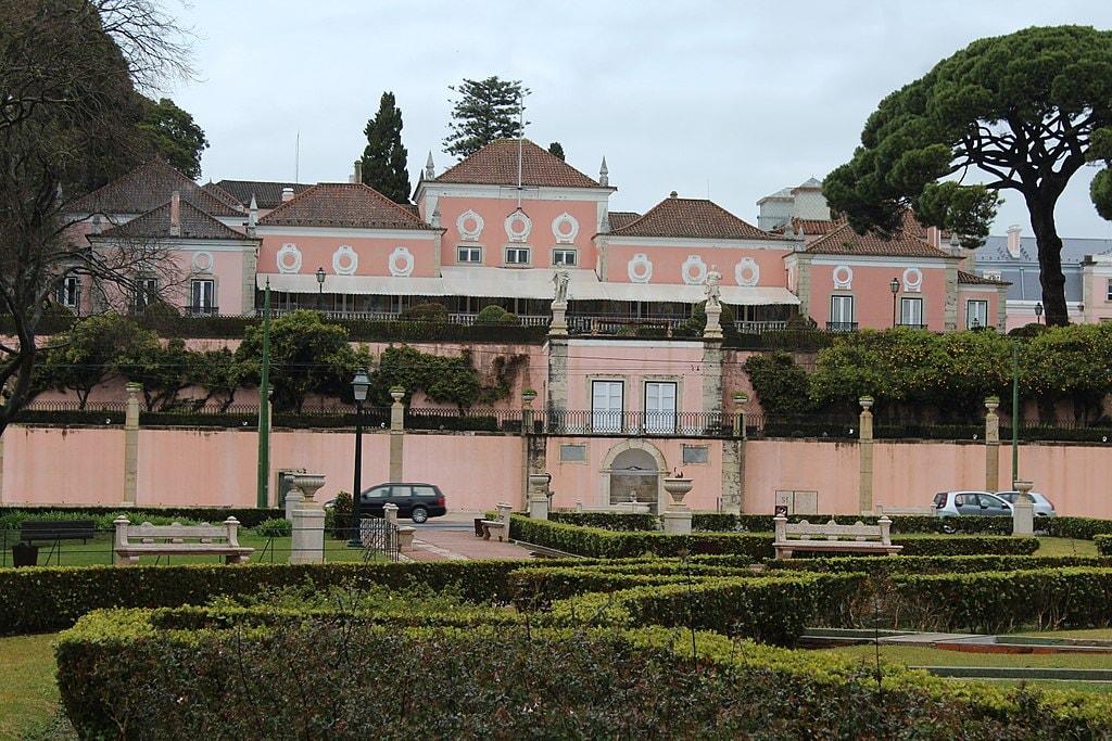 https://commons.wikimedia.org/wiki/File:Lisbon,_Bel%C3%A9m_Palace.JPG