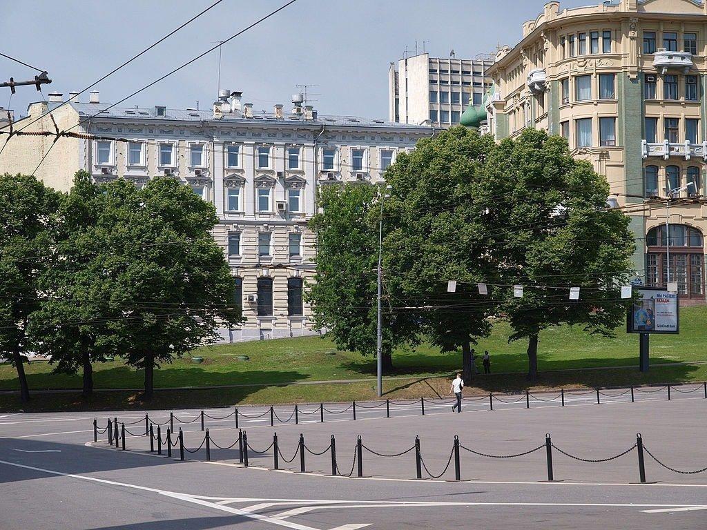 1024px-Moscow,_Staraya_4_June_2009_01