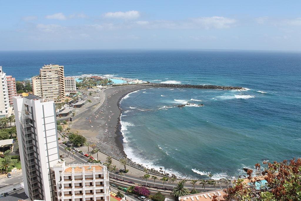 1024px-Playa_Martiánez_Puerto_de_la_Cruz
