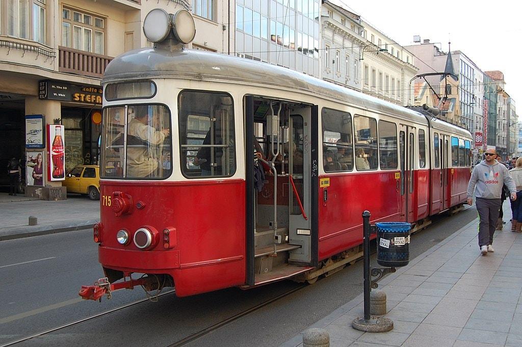 1024px-Sarajevo_Tram-715_Line-1_2013-10-21_(2)
