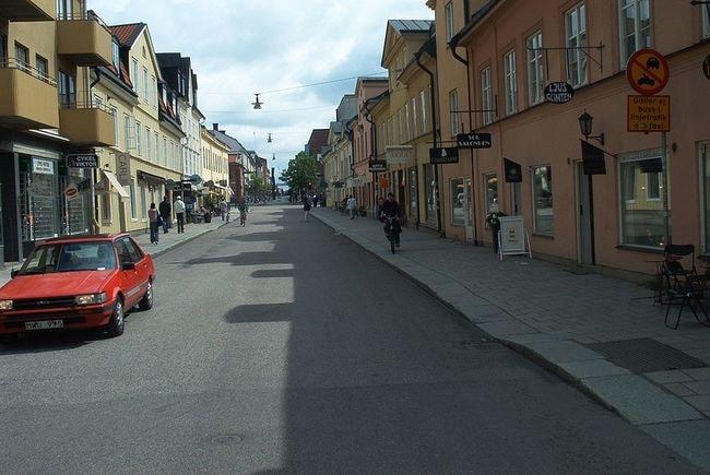1024px-Uppsala_-_Svartbäcksgatan_1