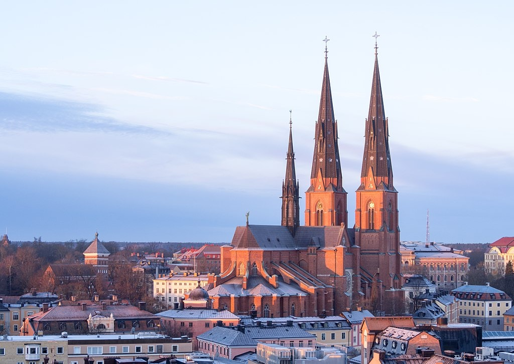 1024px-Uppsala_Cathedral_in_February