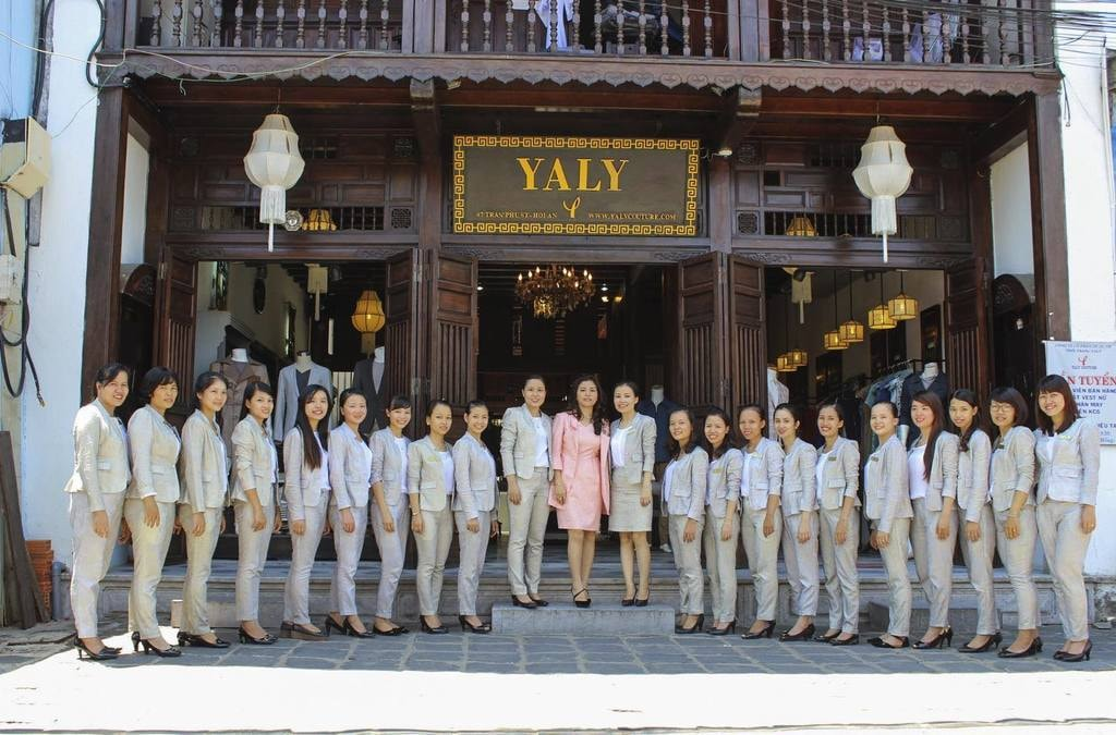 Professional staff | © YALY/Facebook