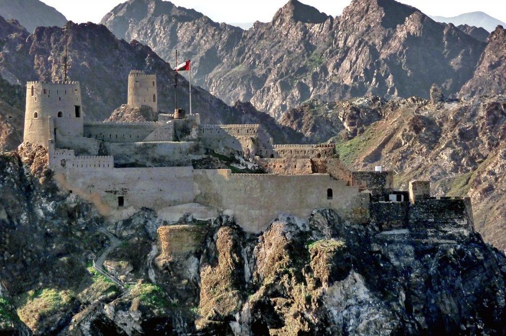 1200px-As_Sultan_Qaboos_Port,_Muscat_-_panoramio
