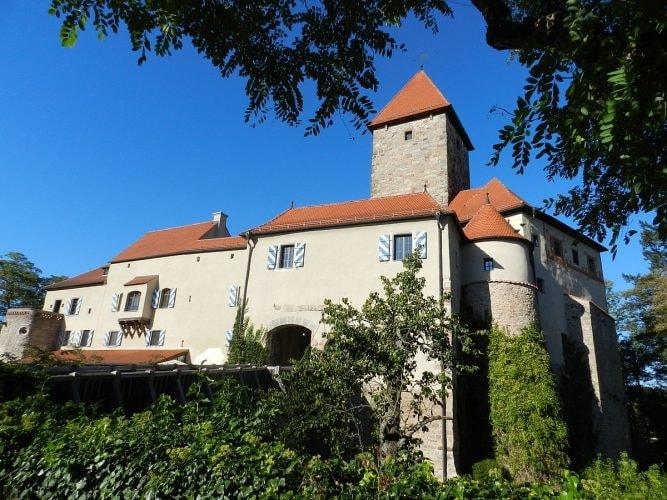 1200px-Burg_Wernberg_2011_01