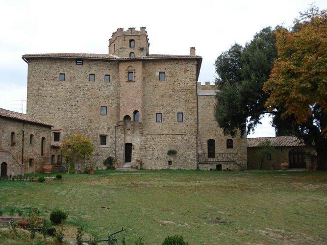 1200px-Castel_Porrona
