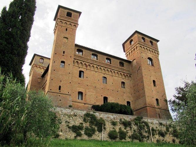 1200px-Castello_delle_quattro_torra,_09