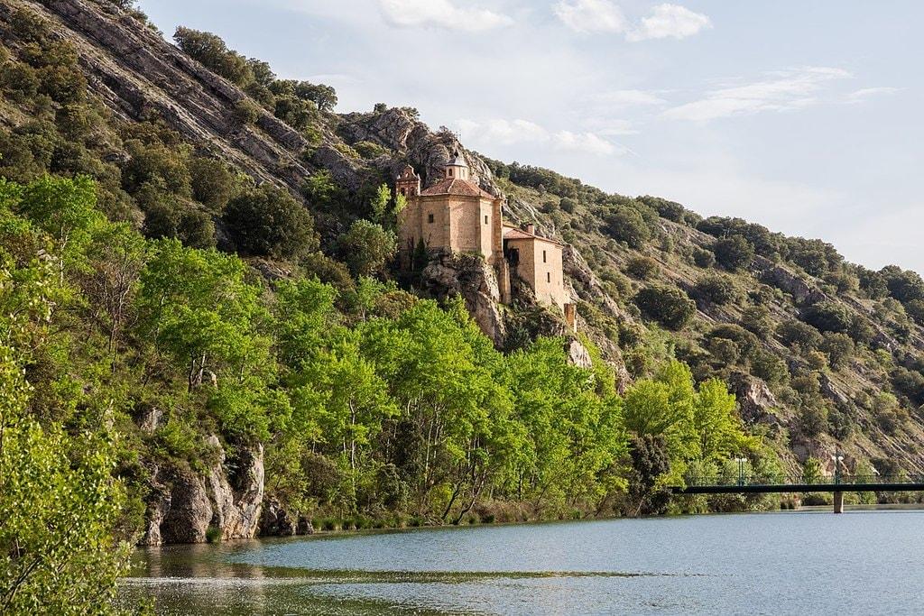 Ermita de San Saturio, Soria | ©Diego Delso / wikimedia Commons