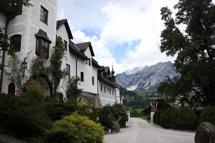 1200px-Schloss_Thannegg0033