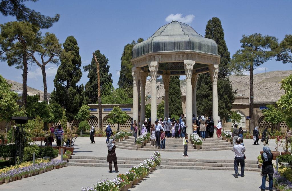 Iranians visit the tomb of beloved poet Hafez in Shiraz   © Ninara / Flickr