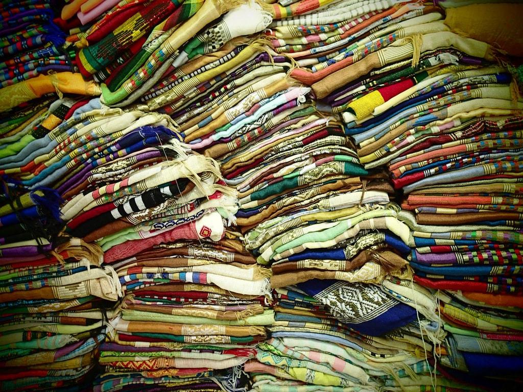 Silk display | © SarahTz/Flickr