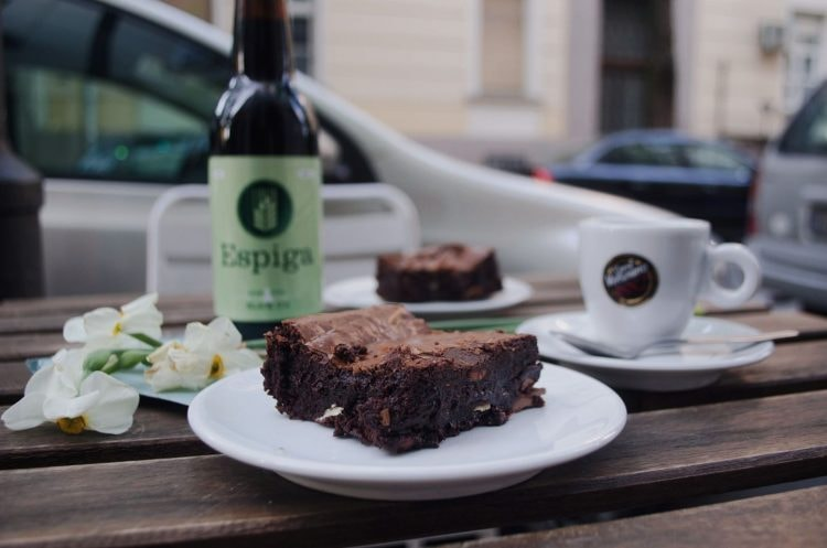 Beer, coffee and cakes at Meduza | © Meduza/Facebook