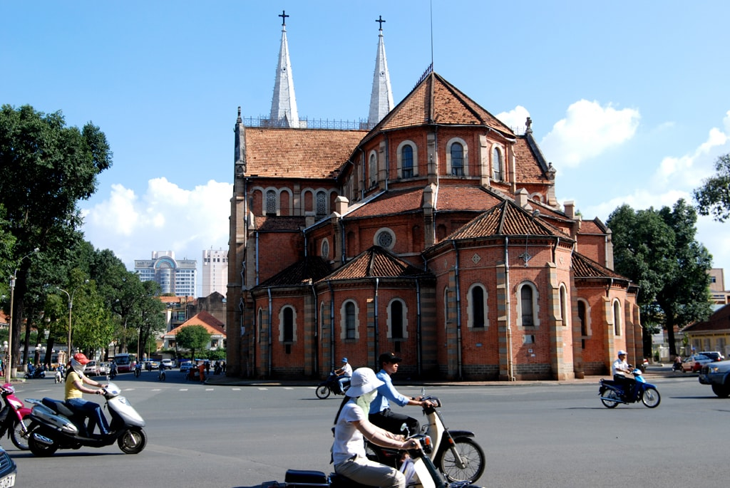 Backside of the Notre-Dame Cathedral Basilica in Ho Chi Minh City | © William Cho/Flickr