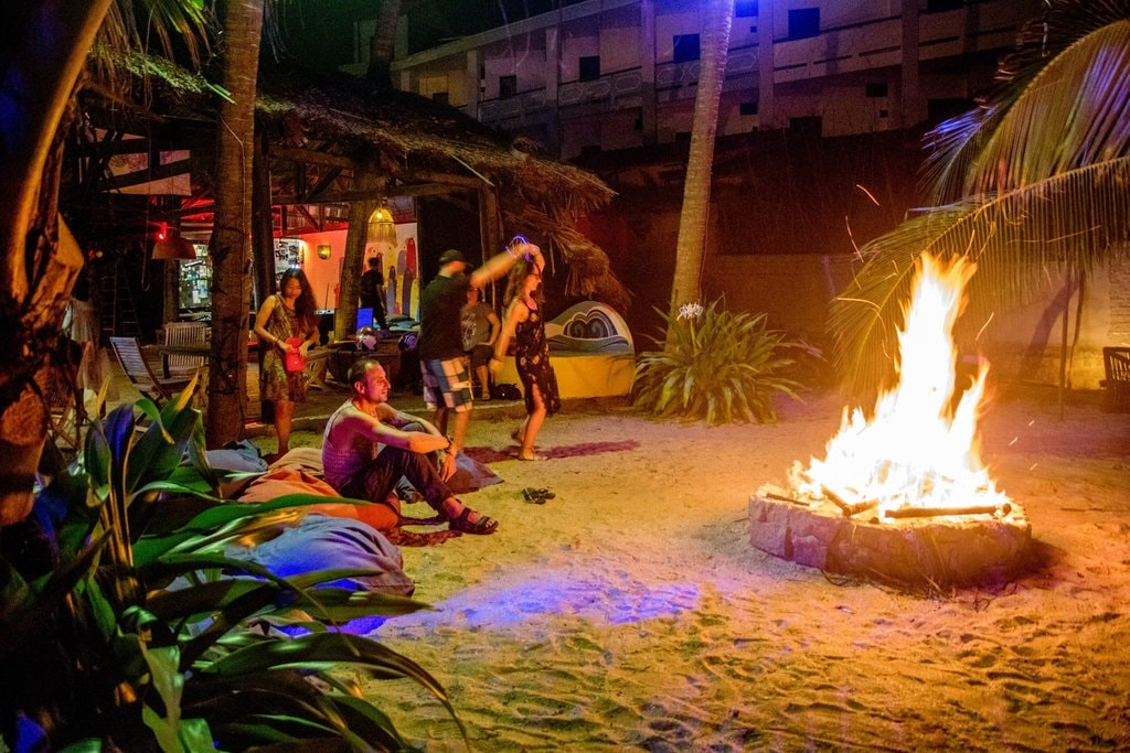 How a beach night should be spent | © Pogo Beach Bar & Restaurant/Facebook