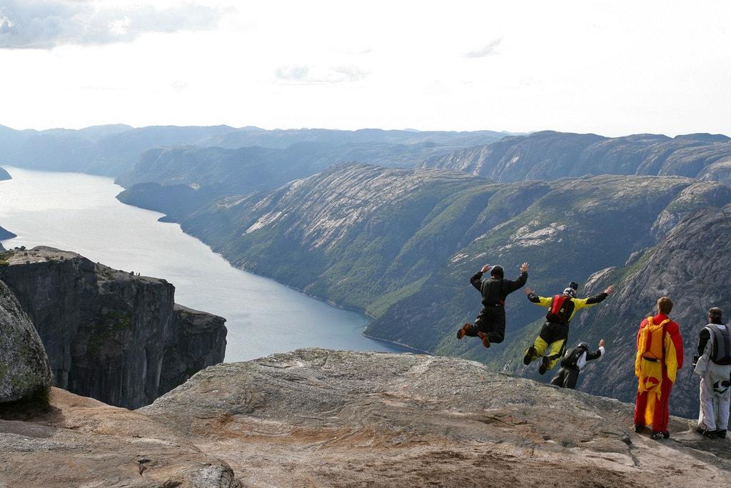 BASE jumpers on their way down from Mt. Kjerag | © Håkon Thingstad / Flickr