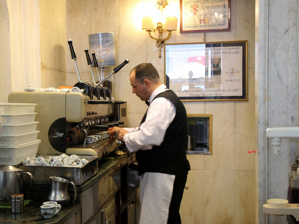 Bars in Italy are a thoroughly classic affair | © Bex Walton/Flickr