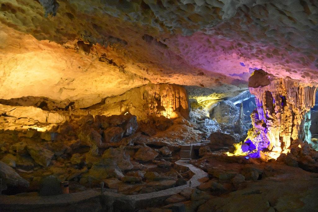 Sung Sot Cave | © Richard Mortel/Flickr