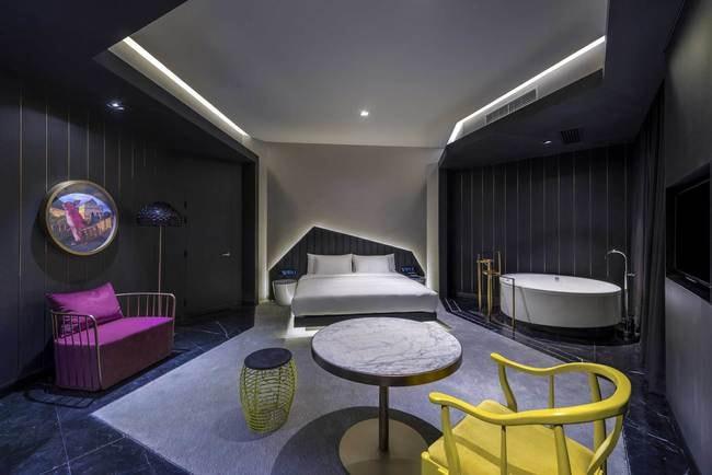 38_VUE_Bedroom-Suite_LR