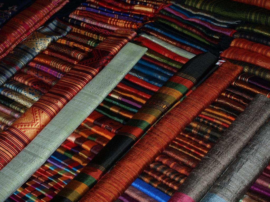 Market silk vendor | © Wendy Harman/Flickr