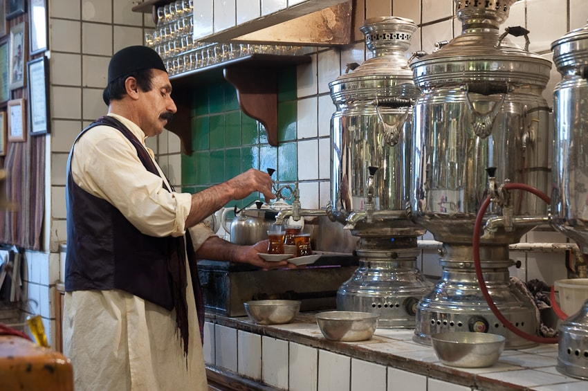 Tea served the traditional way   © Kamyar Adl / Flickr
