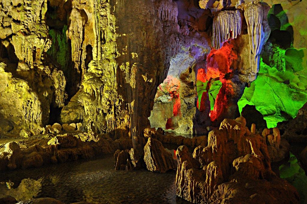Dau Go Cave   © Davidlohr Bueso/Flickr