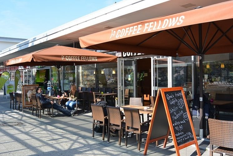 800px-Dortmund_Hauptbahnhof_-_Coffee_Fellows_September_2013