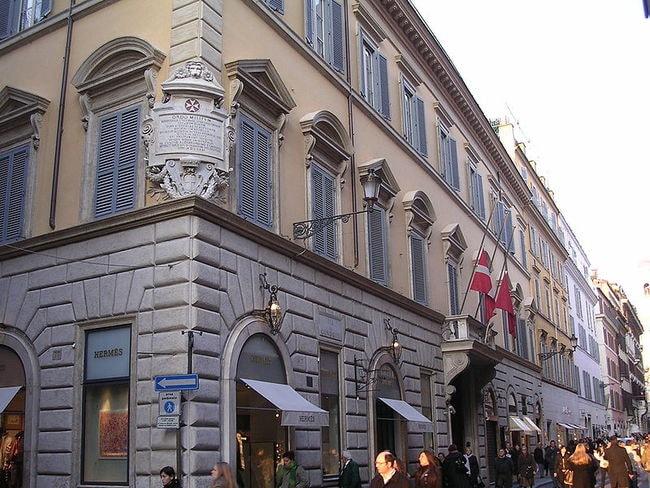 800px-Palazzo_di_Malta_(Roma)