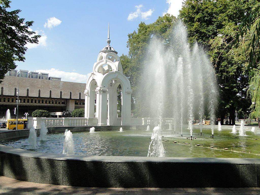 Фонтан_Зеркальная_струя_-_panoramio_(1)