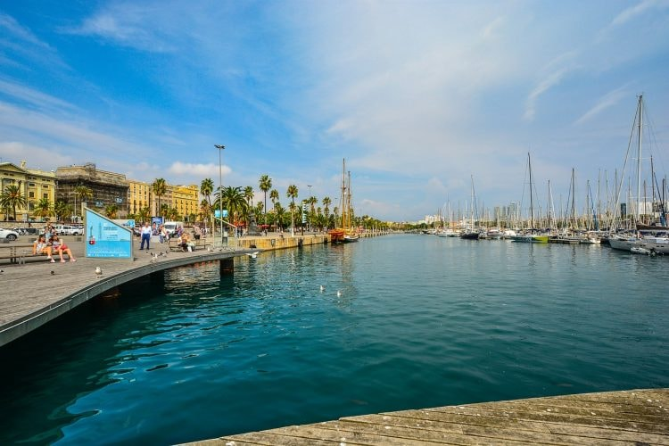 La Barceloneta restaurant overlooks the harbour CC0 Pixabay
