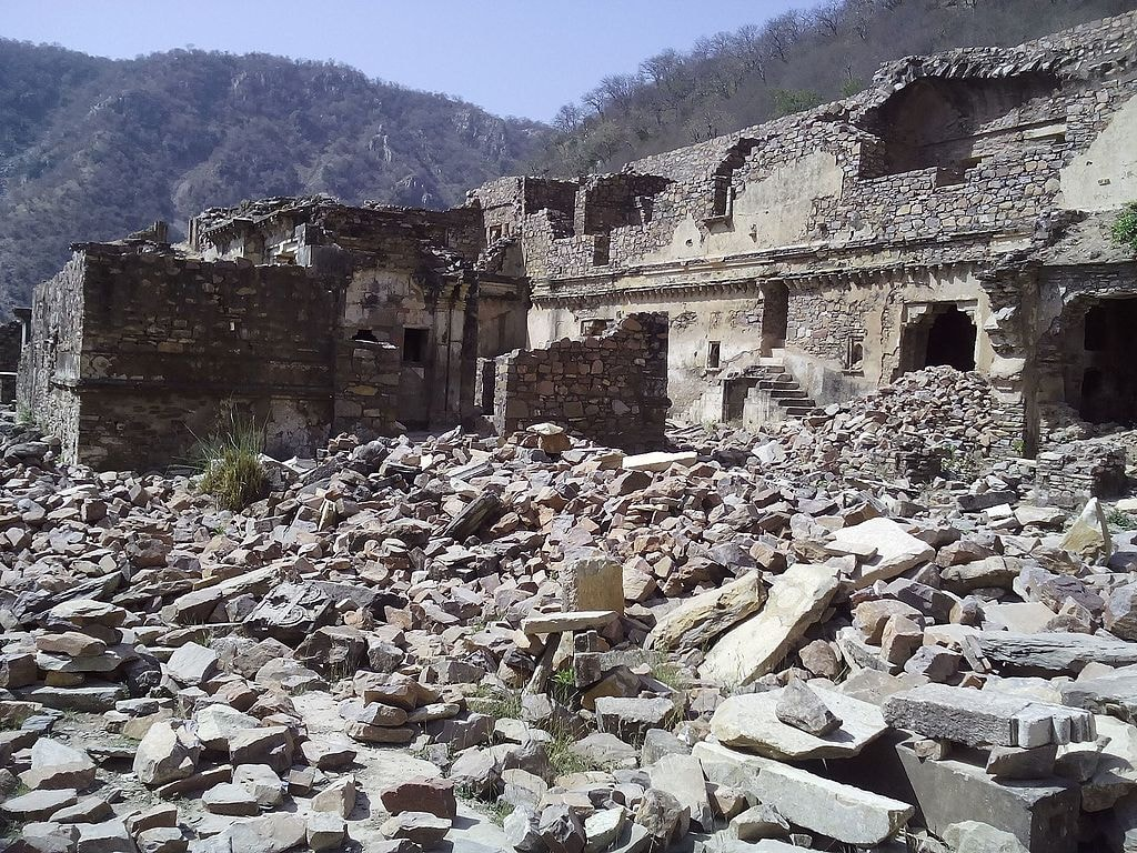 The Story Of Bhangarh Fort India S Most Notorious Haunted