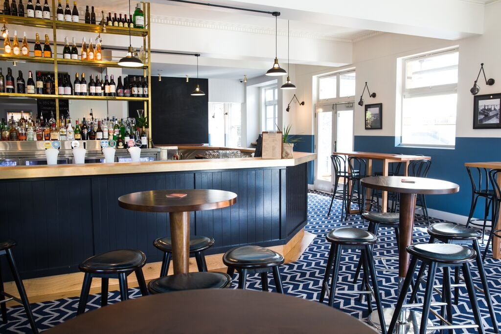 Blues Point Hotel bar | © Courtesy of the Blues Point Hotel