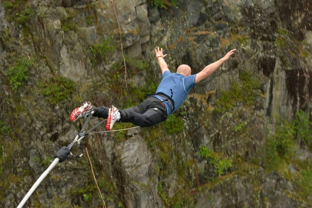 Bungee jumping from Vemork suspension bridge | Courtesy of Visit Rjukan