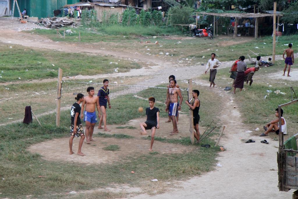 Burmese-Playing-Chinlone