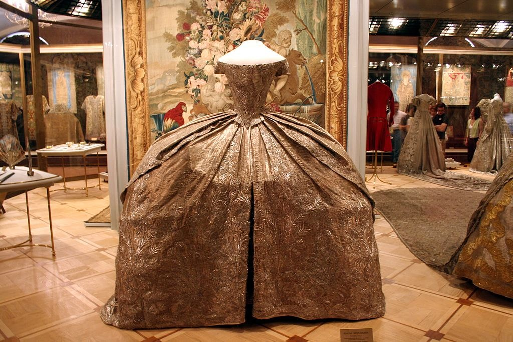 Catherine_II's_wedding_dress_(1745)_-_Kremlin_Armoury
