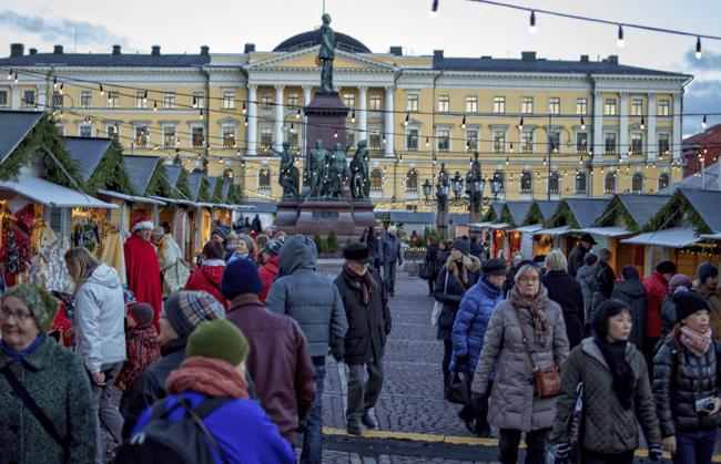 christmas_people_finland_square_helsinki_market_stalls_senate-295128.jpg!d