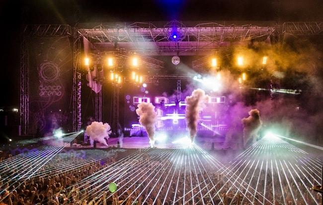 Crowd_at_David_Guetta,_Dance_Arena,_Exit_2013